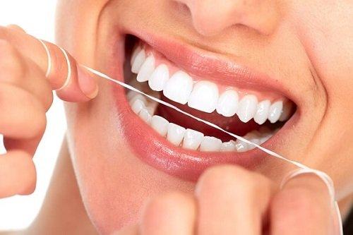 Bọc răng sứ kim loại thường giúp khôi phục răng 3