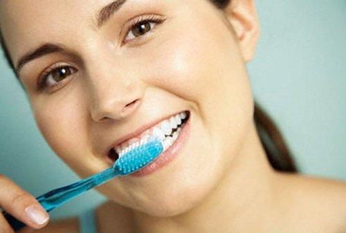 Dán răng sứ có bền không? Làm gì để tăng tuổi thọ cho răng sứ? 4
