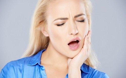 Giải thích tình trạng ê buốt khi niềng răng 2