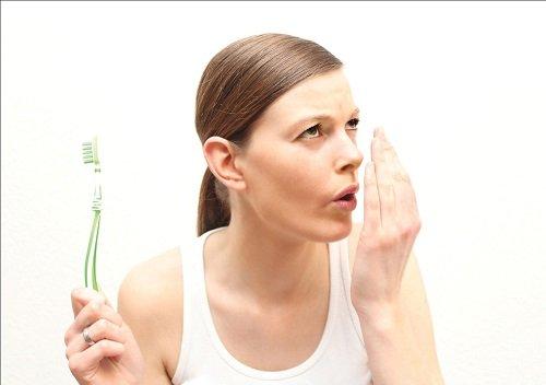 Hiện tượng niềng răng gây hôi miệng nhiều người gặp phải 2