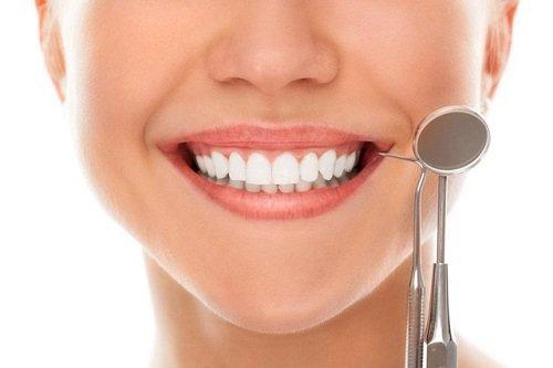 Làm răng sứ thẩm mỹ ở đâu đẹp? Tư vấn khách hàng 2