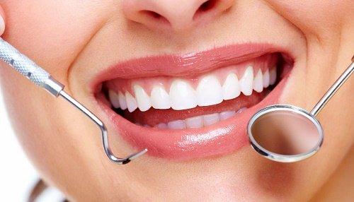 Răng sứ bị đổi màu - Nguyên nhân và giải pháp bạn nên nắm bắt 1