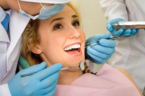 Răng sứ bị thưa là do đâu? Cần làm gì để khắc phục? 3
